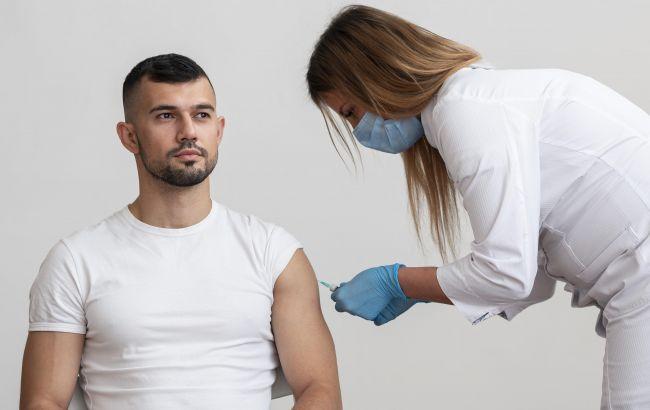 В Україні понад 100 побічних ефектів після щеплення: один чоловік потрапив у лікарню