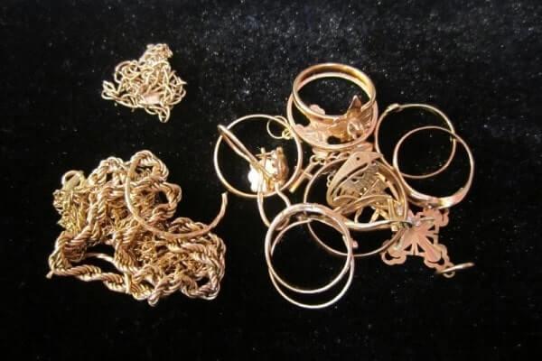 Робили ремонт, а винесли… золото: молоді кременецькі майстри виявилися шахраями