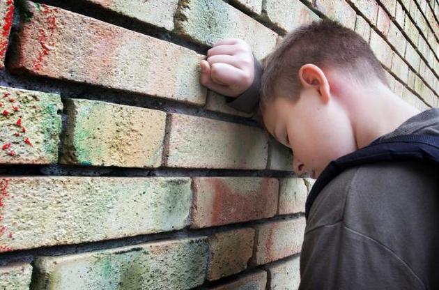 Євро, злоті, срібні монети та спиртне: на Тернопільщині 12-річний хлопчик обкрадав сусідів
