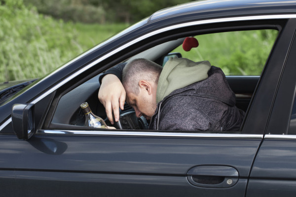 У Тернополі небайдужі здали у поліцію водія, який п'яний спав у автомобілі