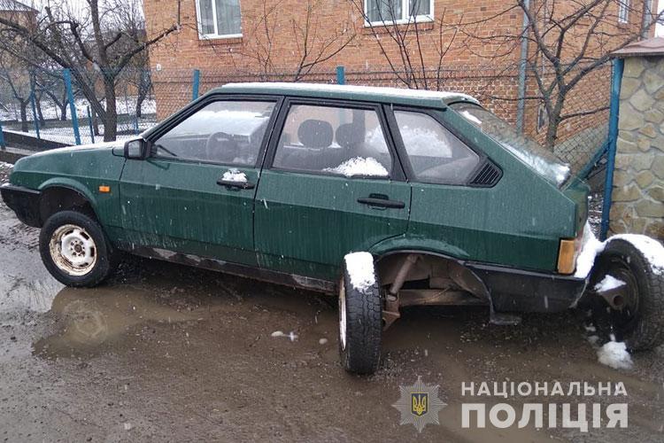 """""""Далеко не втекли"""": на Тернопільщині спіймали чоловіків, які викрали чужий автомобіль (ФОТО)"""