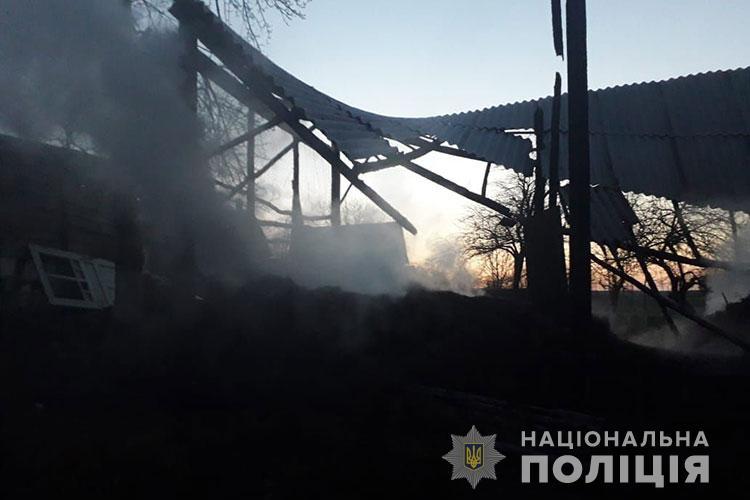 """""""Продали коня, а з ним не поділилися"""": на Тернопільщині чоловік ледь не спалив маму і сестру (ФОТО)"""