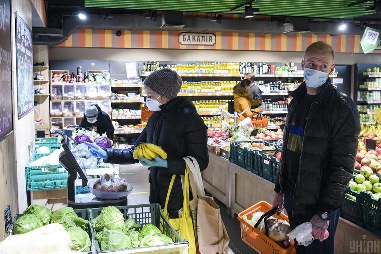 У Тернополі в супермаркетах та магазинах посилюють карантин