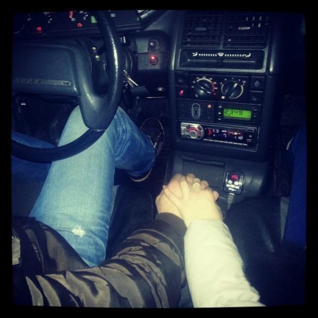 На Тернопільщині чоловік вночі сидів з дівчиною в машині і отримав протокол за п'яну їзду