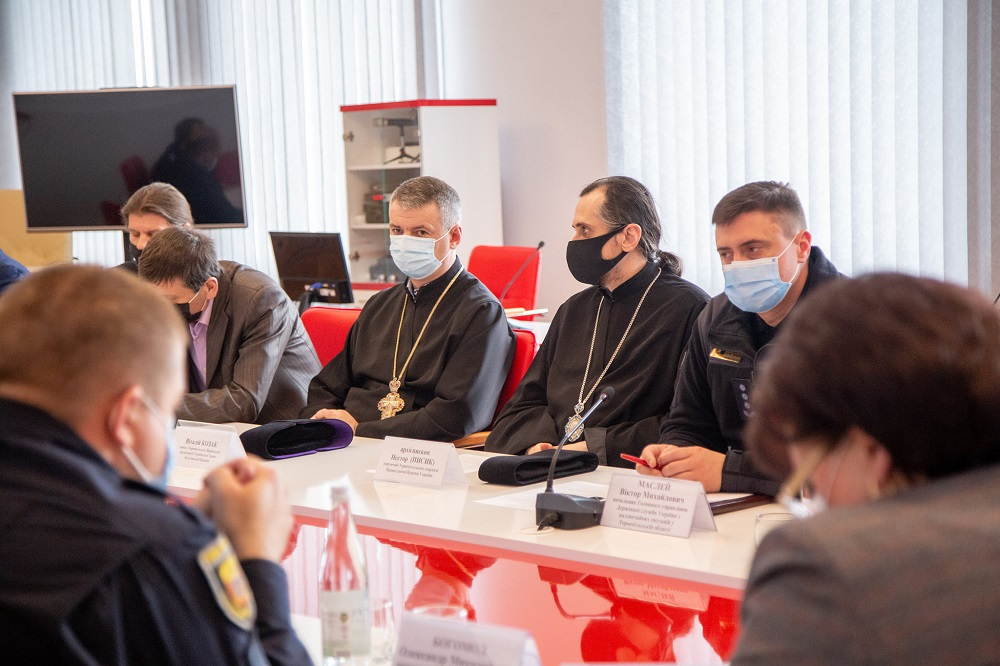 На вулиці або онлайн: як на Тернопільщині будуть проходити Великодні богослужіння