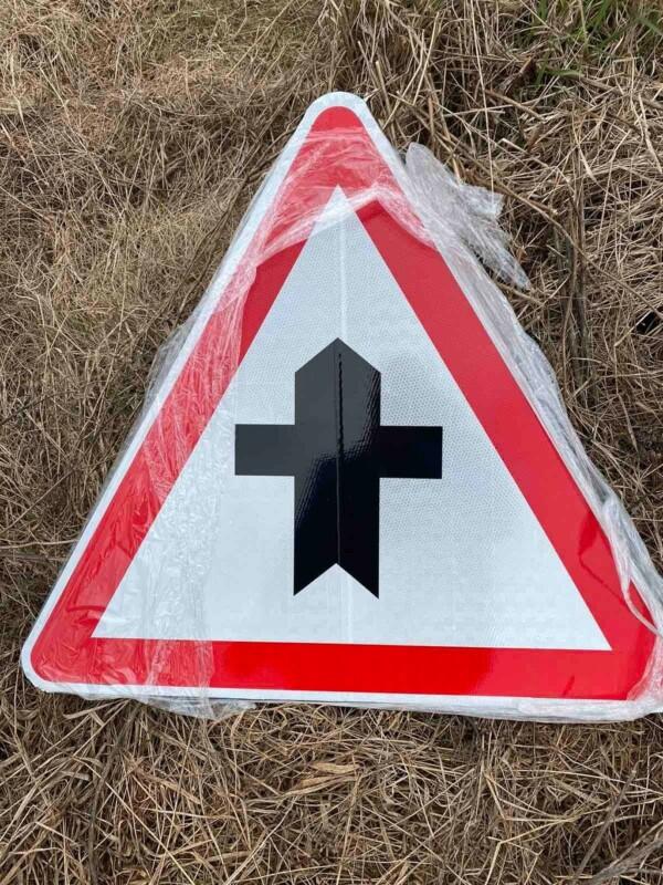 Ярослав Дрюченко добився встановлення дорожніх знаків на небезпечній ділянці дороги (ФОТО)