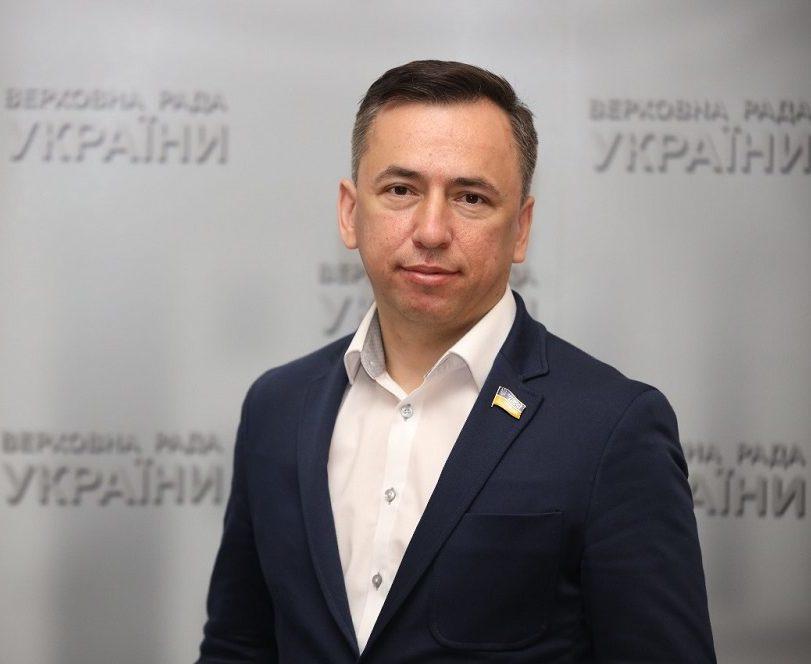 Три автомобілі, 200 тисяч готівки в валюті і нова квартира, — що задекларував нардеп Володимир Гевко?