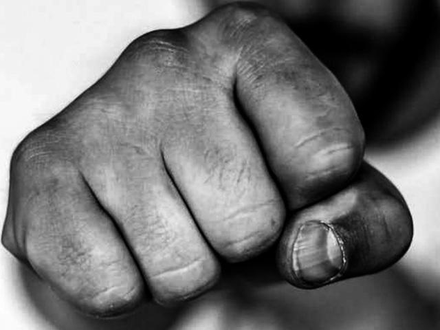 У Тернополі побили чоловіка: викликали швидку