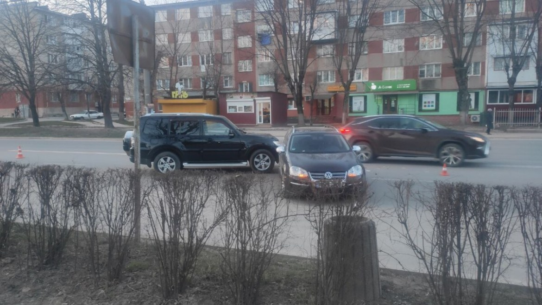 На проспекті Злуки подвійна аварія (фото)