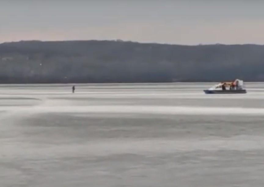 У Тернополі рятувальники вигнали всіх рибалок зі ставу (ВІДЕО)