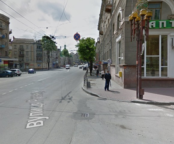 """У Тернополі водій просить забрати знак """"Зупинка заборонена"""" у центрі міста"""