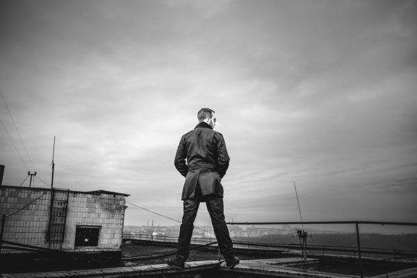 """""""Казав, що у нього спецоперація"""": у Тернополі з даху багатоповерхівки зняли чоловіка (ФОТО)"""