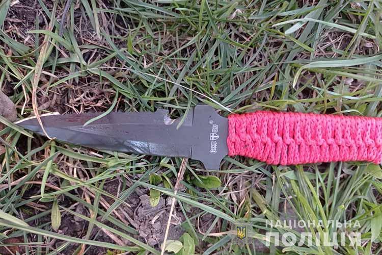 Конфлікт у Тернополі: спортивним ножем порізали хлопця (ФОТО)