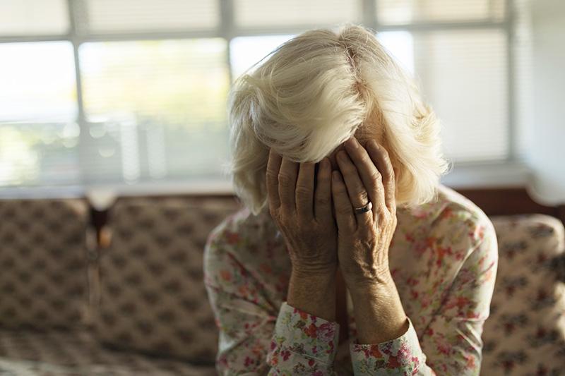 На Тернопільщині жінка не зачинила помешкання і втратила 300 доларів та 20000 гривень