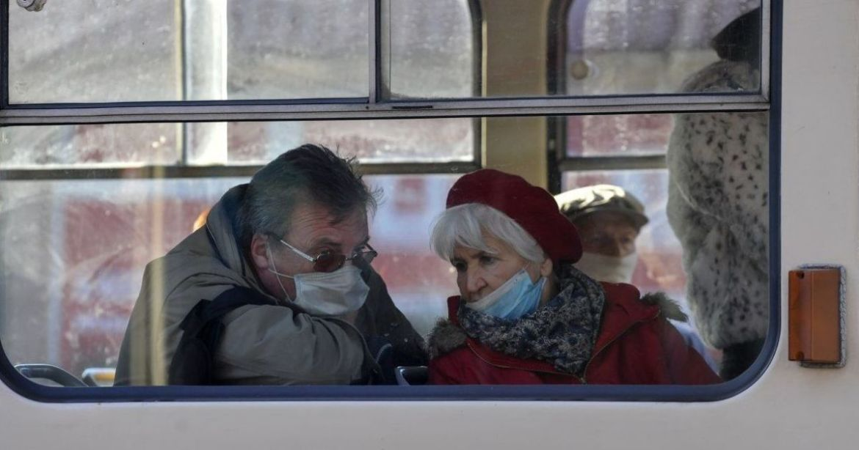 У Тернополі пенсіонерам радять зайвий раз не йти до крамниці і не їхати маршруткою