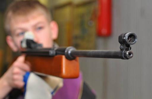 На Тернопільщині дитина прострелила собі у ногу гвинтівкою, яку їй подарували на день народження