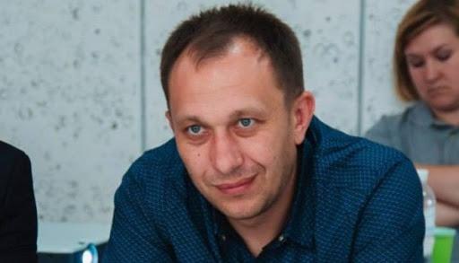 З доходів — лише зарплата нардепа, будинок і орендована квартира, — що задекларував нардеп Ігор Василів?