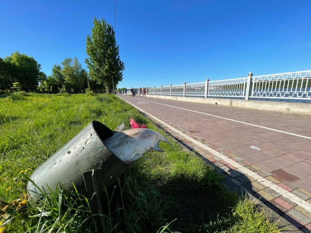 У Тернополі на ставі рибалки спіймали мертву величезну рибу (ФОТО)