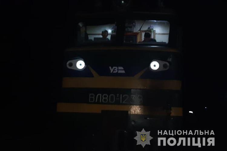 Сидів на колії: біля Тернополя вантажний потяг на смерть збив 22-річного хлопця (ФОТО)