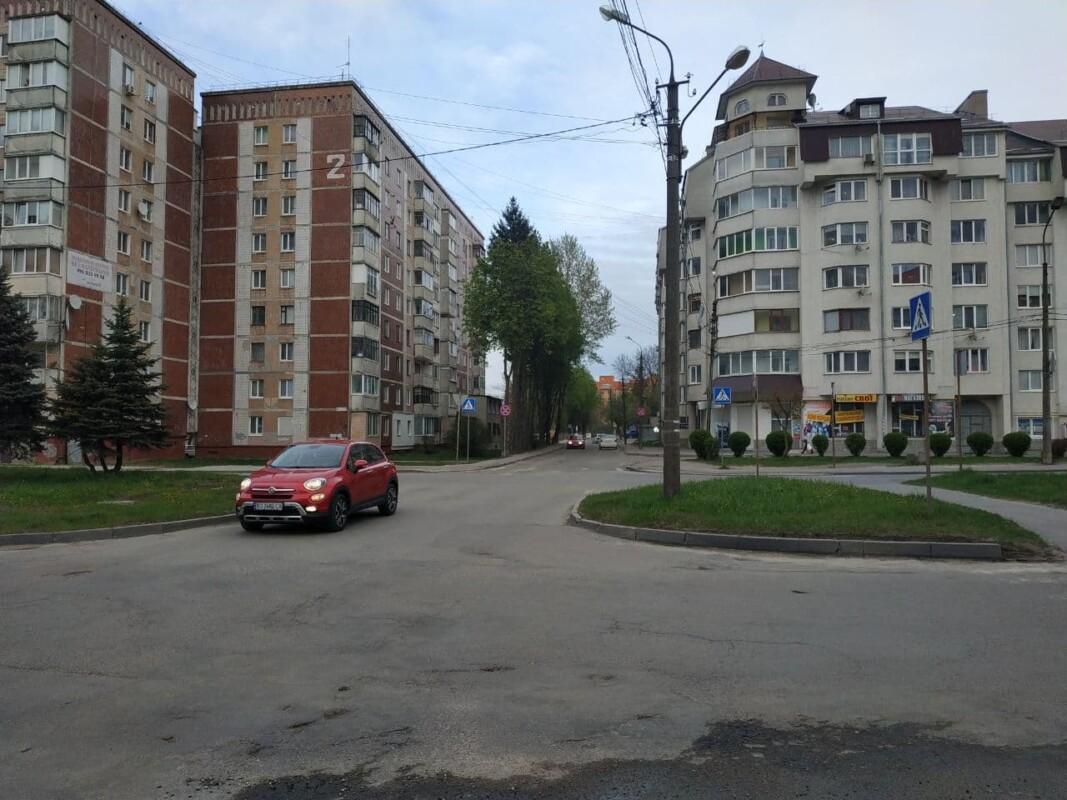 У Тернополі просять розширити проїжджу частину дороги (ФОТО)