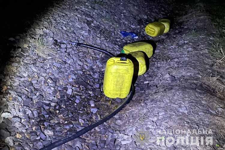 На Тернопільщині працівник залізниці викрав 380 літрів пального