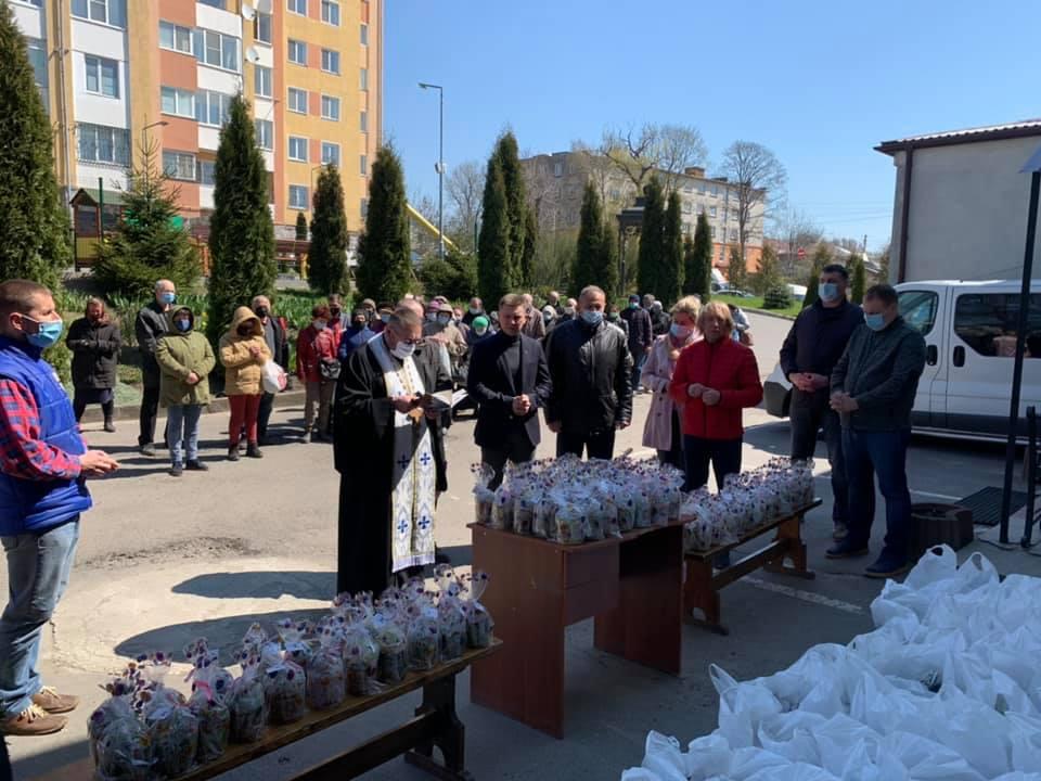Великодні гостинці отримали підопічні благодійного фонду «Карітас» (фото, відео)