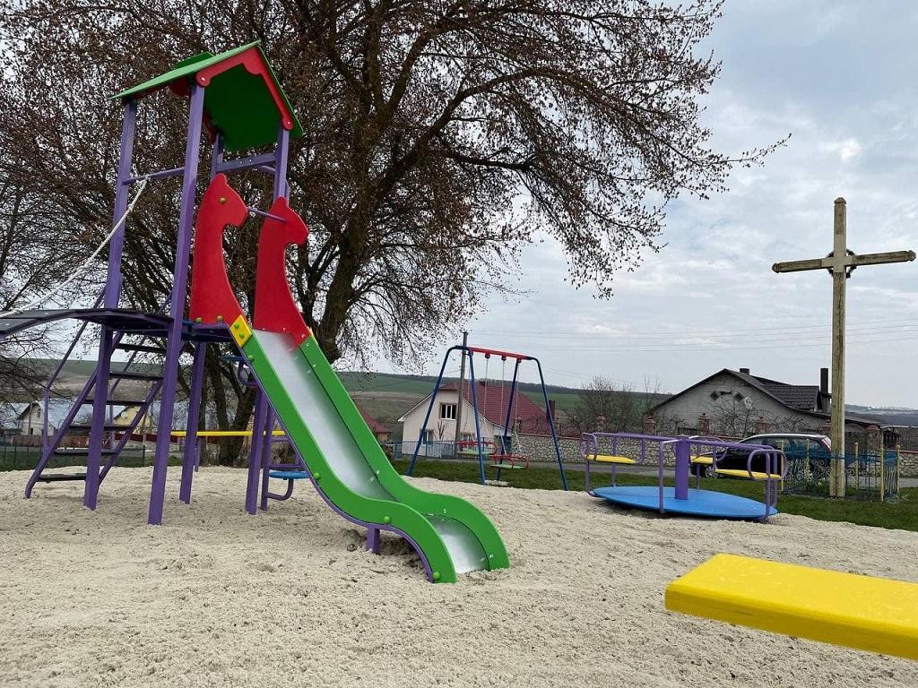 У Байковецькій громаді – новий дитячий майданчик
