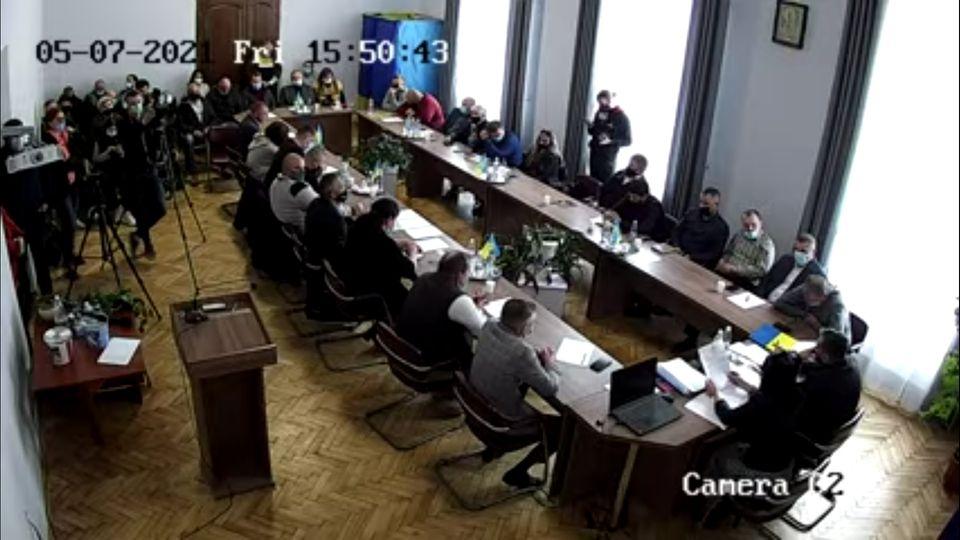 Сьогодні на сесії Бережанської міськради депутати звільнили секретаря і двох заступників