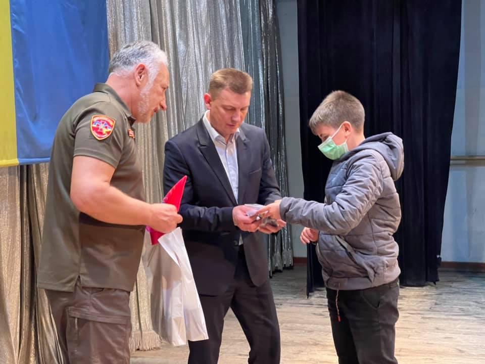«Батьківські серця» вручили дітям загиблих військовослужбовців з Тернопільщини