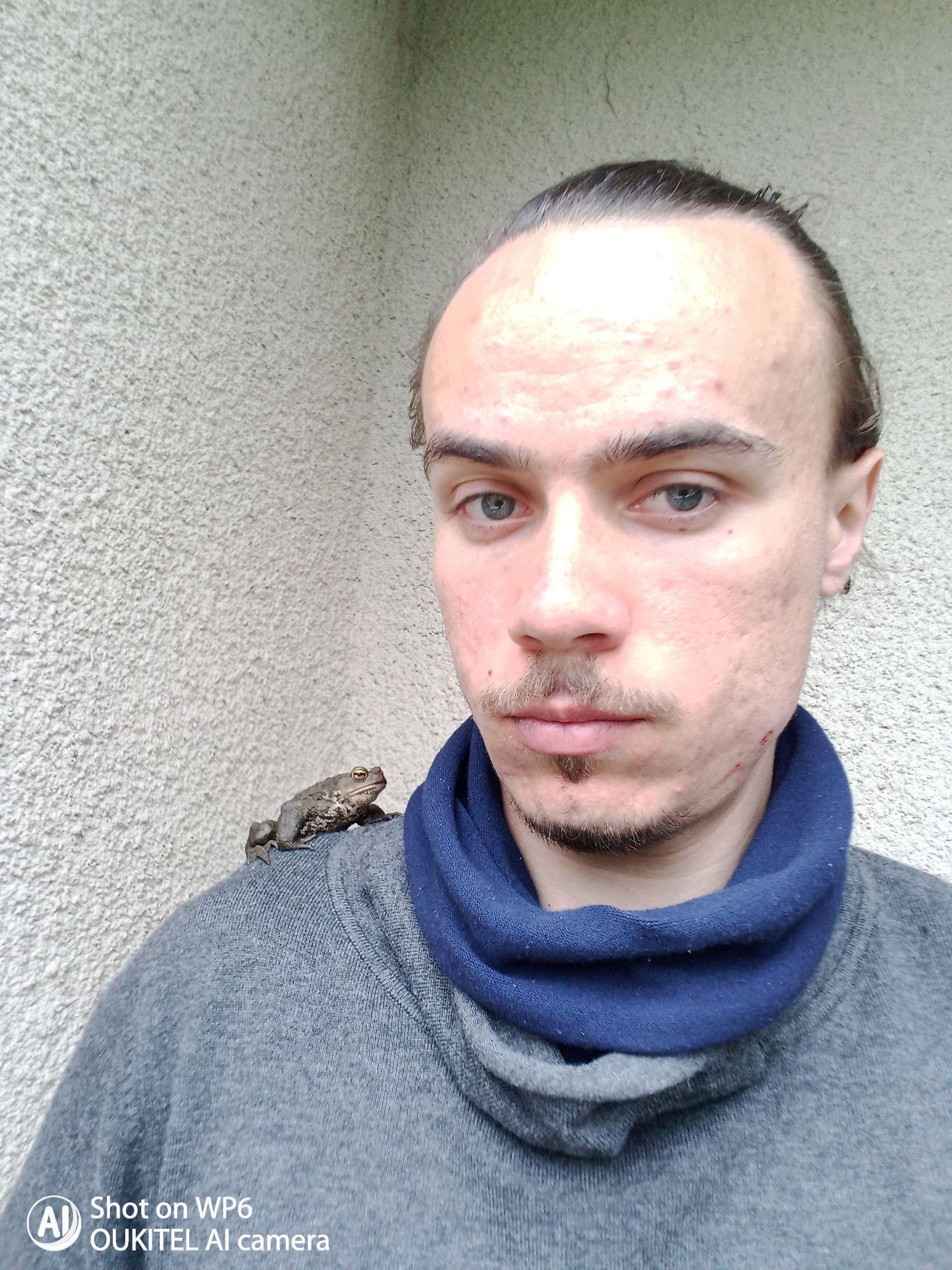 """""""Домашні улюбленці"""": тернополянин живе у квартирі з жабами та тритонами (ФОТО)"""