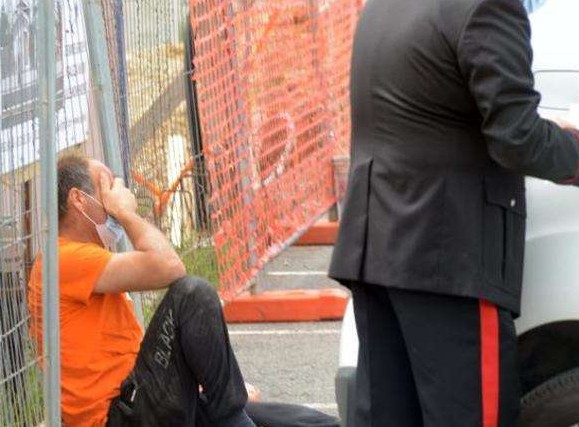 """""""Намагалися врятували, але…"""": в Італії на роботі українця розчавило автоматичними воротами"""