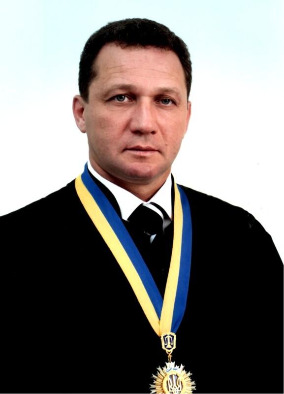У голови Господарського суду Тернопільської області місячна зарплата — понад 100 тисяч!