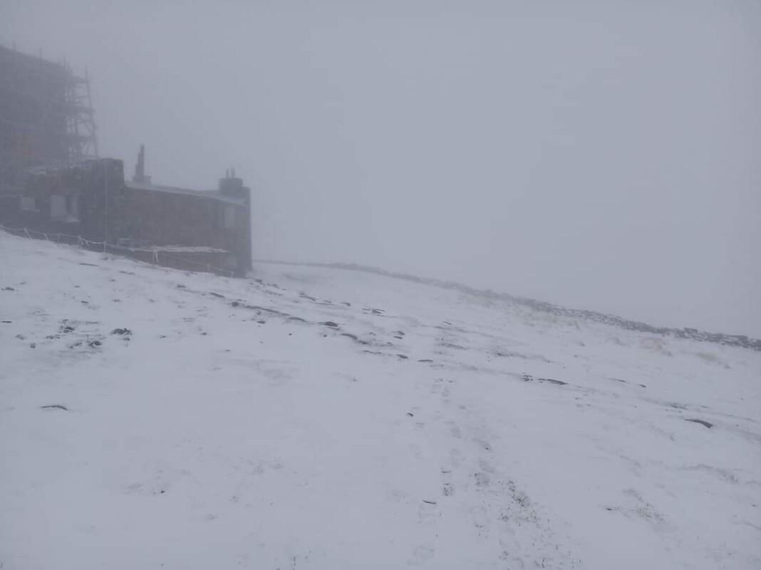 Українські Карпати зустрічають літо снігопадами (ФОТОФАКТ)