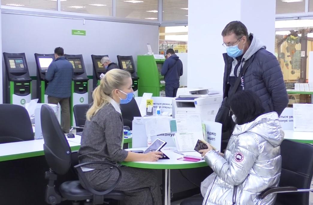 Неприємно, але факт: «ПриватБанк» та «ОщадБанк» закривають відділення по всій Україні