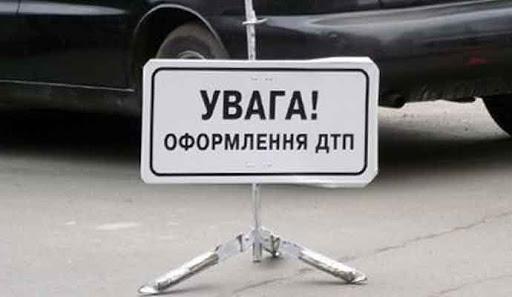 У Тернополі водій рухався задній ходом і збив жінку