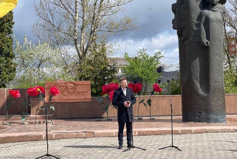 Ніколи знову: у Тернополі вшанували загиблих під час Другої світової війни (фоторепортаж)