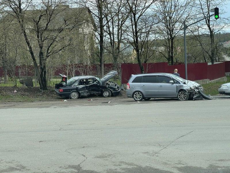 На перехресті біля екс-магазину «Берегиня» аварія (фото)