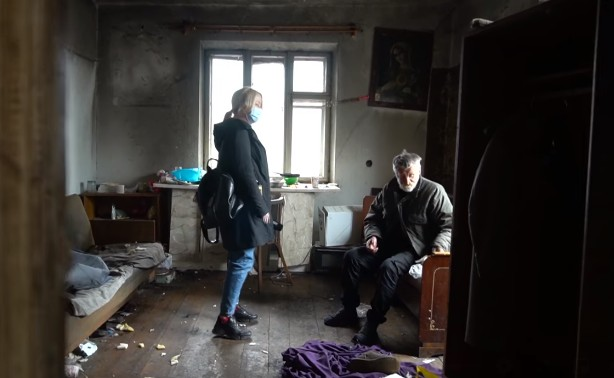 Син роками ґвалтував, а пси з'їли: на Тернопільщині літню жінку роздерли у власній оселі її ж собаки (ВІДЕО)