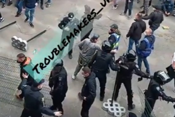 Фіналу Кубка України з футболу: як у Тернополі билися фанати з поліцією (ВІДЕО)