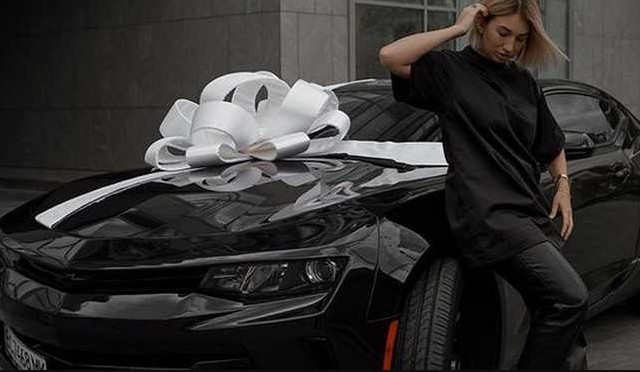 """""""Мотлох за лайки"""": відомі українські блогери розігрують биту автівку (ФОТО)"""
