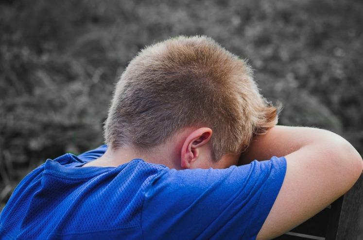 """""""Вдарився головою об парту"""": у Тернополі у школі травмувався учень, викликали швидку"""