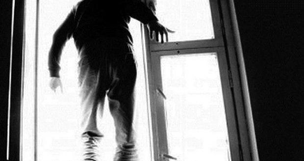 Біля Тернополя молодий чоловік випав з четвертого поверху