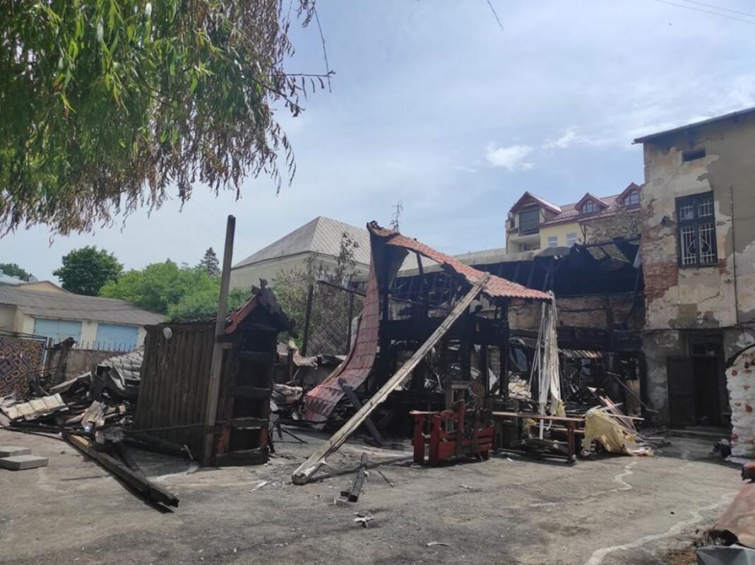 """""""Я думаю, що це був підпал"""", – заявив власник бару """"Коловорот"""", який згорів у Тернополі (ФОТО, ВІДЕО)"""