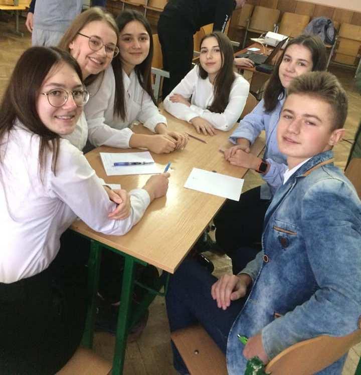 """""""Назавжди з нами, наш Іллюша"""": у Тернополі учні записали зворушливе відео у пам'ять про свого однокласника"""