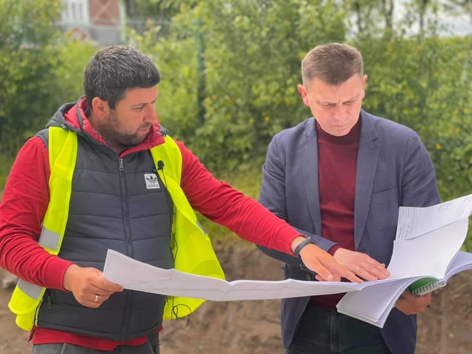 Володимир Болєщук оглянув початок ремонтних робіт дороги у Підгаєцькій громаді (ВІДЕО)