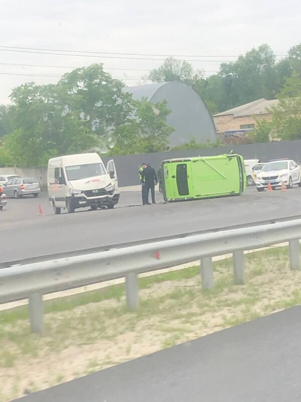 ДТП біля Тернополя: один автомобіль перекинувся (ФОТО)