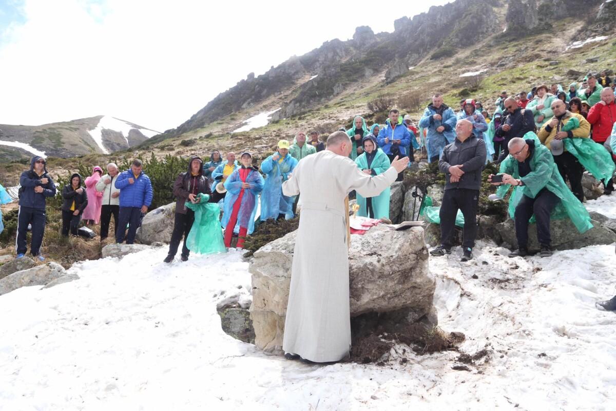 """""""Ближче до Бога"""": священник з Тернопільщини провів літургію на висоті 1600 метрів (ФОТО)"""