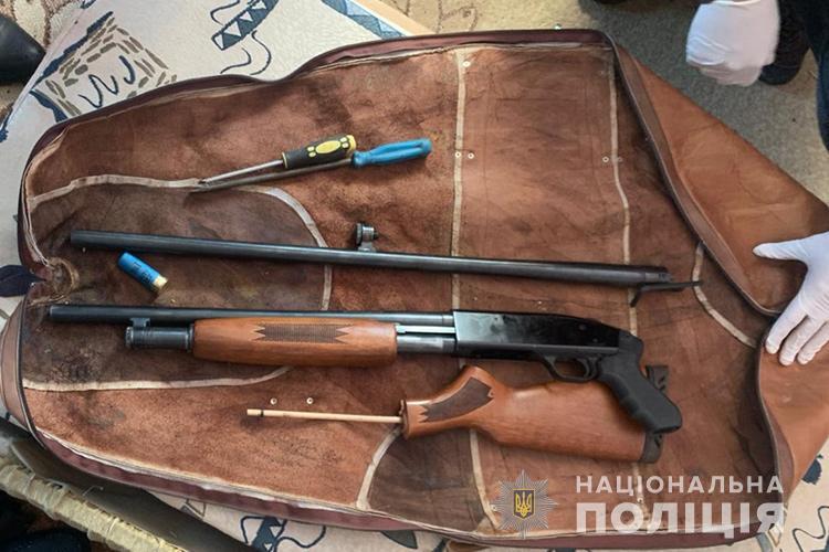 На Тернопільщині чоловік вночі з гвинтівки обстрілював чужий будинок (ФОТО)