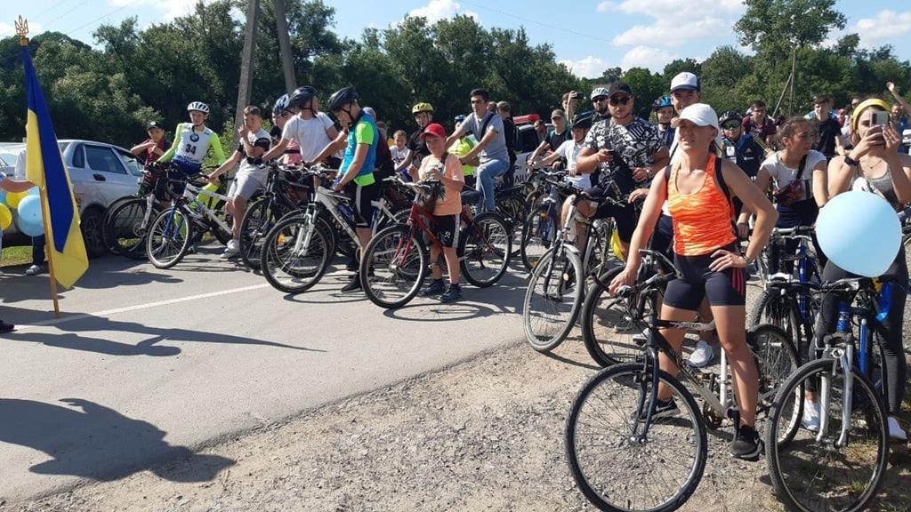 У Великоберезовицькій громаді День молоді та День Конституції України відзначили на велосипедах