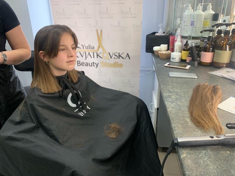 Дівчинка з Бережанщини подарувала своє волосся на перуки для онкохворих діток (ФОТО, ВІДЕО)